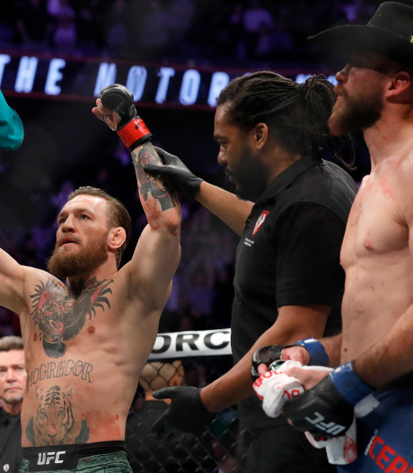 Supersnelle overwinning Conor McGregor bij comeback in UFC