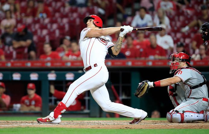 Michael Lorenzen, de winnende pitcher van de Reds, slaat een homerun en eindigt het duel met de Phillies als outfielder.