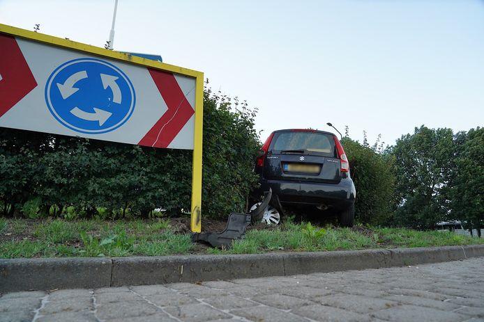 Ongeluk op een rotonde in Alphen.