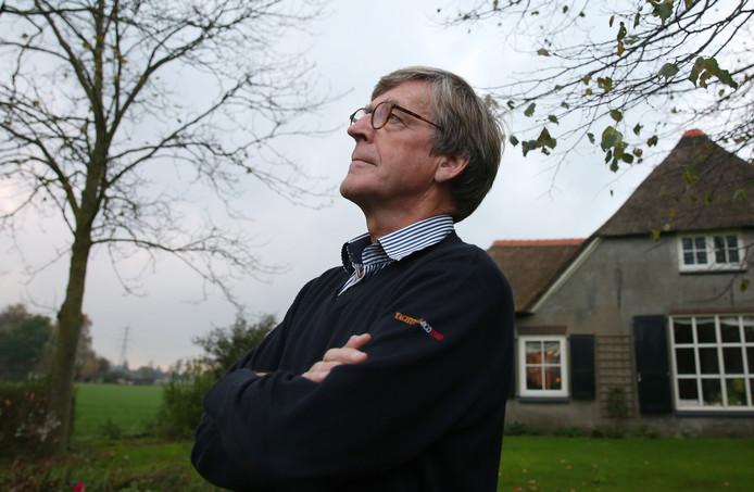 Marten Brascamp uit Klarenbeek vulde de consulatie over de vliegtuigroutes in.