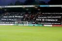 Supporters van NEC tonen hun onvrede over de wedstrijden op maandagavond.