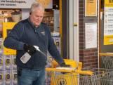 CEO René maakt tijdens coronacrisis winkelwagentjes schoon