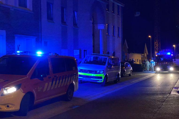 De hulpdiensten kwamen zaterdagavond snel en massaal ter plaatse in de Ninovestraat in Burst.
