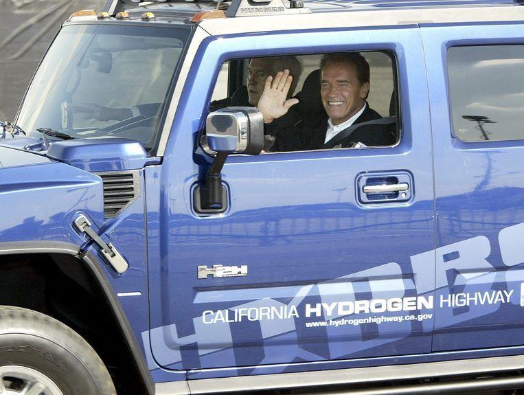 Arnold Schwarzenegger heeft zelf al meerdere elektrische Hummers, die hij zelf liet ombouwen tot milieuvriendelijke wagens. Archiefbeeld.