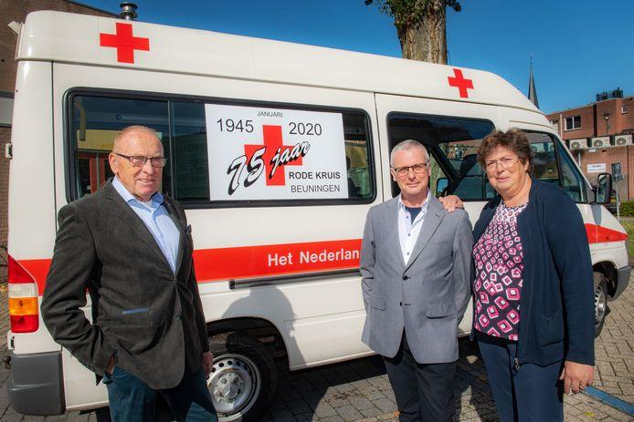 Ton van den Brand, Martien Mahler en Gerda Jansen van Rode Kruis Beuningen.