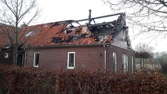 Vrijwel de hele bovenverdieping van het huis is verwoest.