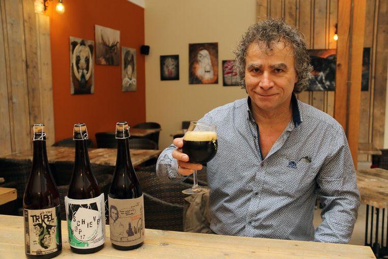 Frank Mannaerts met zijn biertjes.