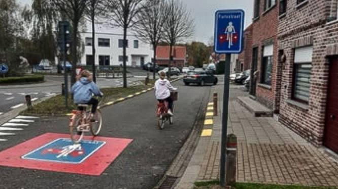 """Twee nieuwe fietsstraatjes aan rotonde in De Klinge: """"Fietsers vinden die plek gevaarlijk"""""""