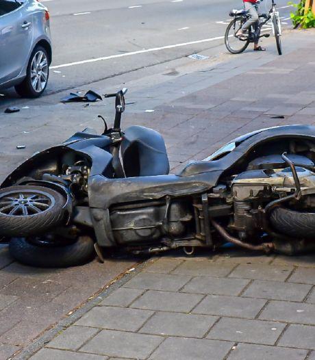 Bestuurder motor gewond bij botsing op Bosscheweg in Tilburg