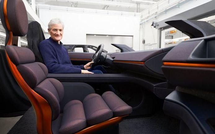 De 73-jarige James Dyson in een prototype van de N526