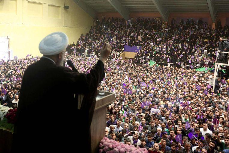 President Hassan Rohani spreekt aanhangers toe Beeld afp