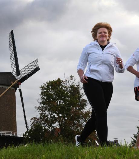 Hardlopers in Wijkse Dijkenloop opgezweept door muziek vanaf de molen