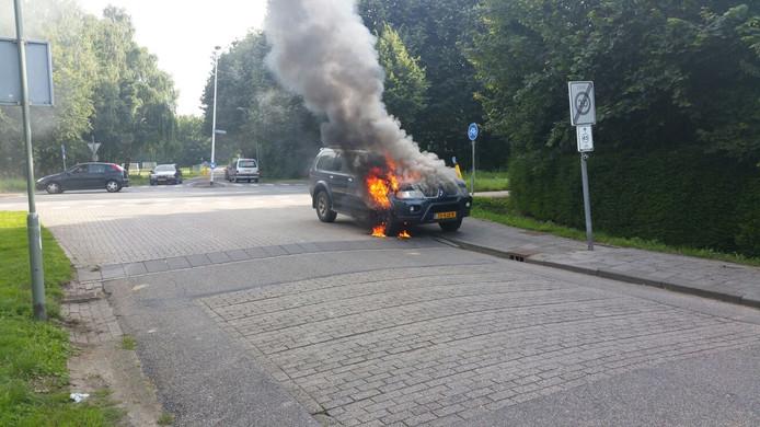 De bestuurder kon op tijd zijn voertuig verlaten.