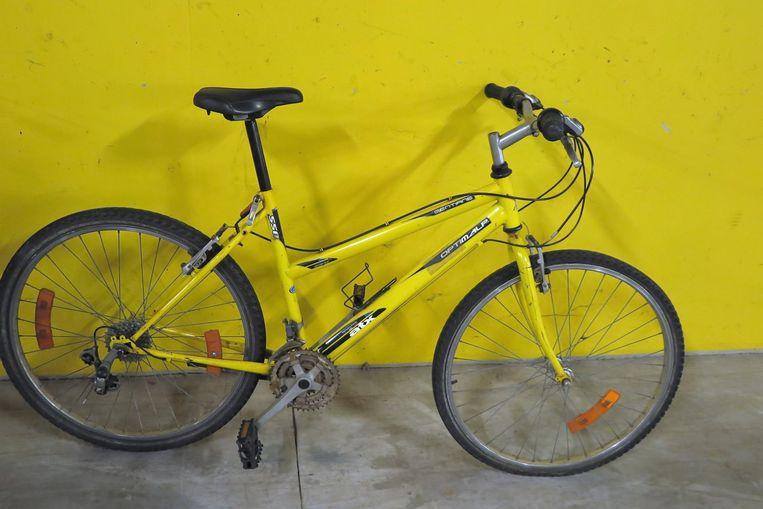 Een van de vele gevonden fietsen tijdens de huiszoeking.
