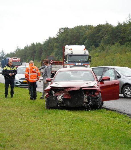 Auto total loss na botsing met vrachtwagen op de A1