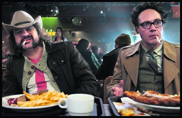 Still uit de film J. Kessels met links Lammers en rechts Van Huêt.