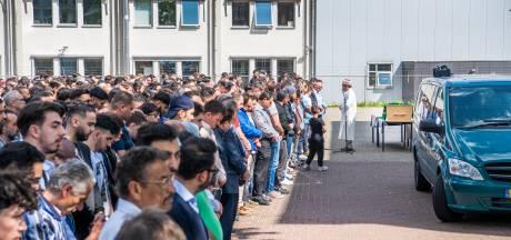 Turkse gemeenschap in Apeldoorn loopt uit voor afscheid verongelukte Ömer Dogan