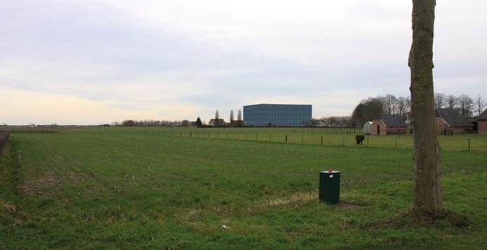 Een beeldmontage met een impressie van de ligging van het vrieshuis in het landschap bij Steenderen. beeld Archief/Aviko