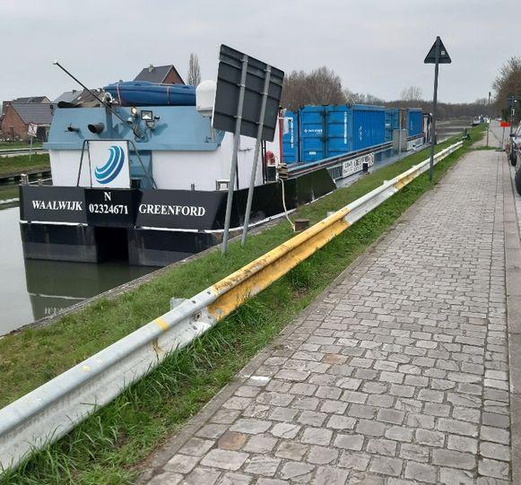 """De """"stinkboot"""" blijft regelmatig in Battel liggen."""