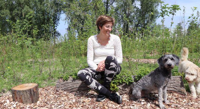 Bij Nathalie van Loon uit Zwartsluis heeft een Tiny Forest al zijn thuis gevonden.