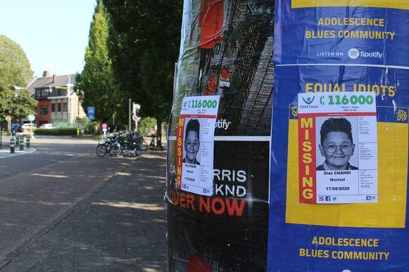 Affiches aan de school van Ilias Chahdi (12) in Edegem.
