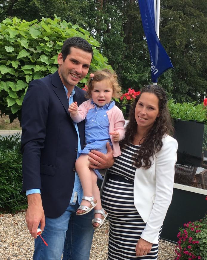 Maarten en zijn zwangere vrouw en kind