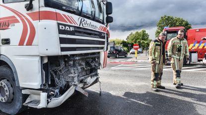 Drie gewonden bij kettingbotsing nadat vrachtwagen inrijdt op file