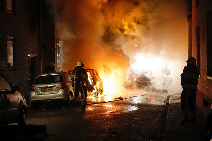 Eén van de autobranden in Grave.