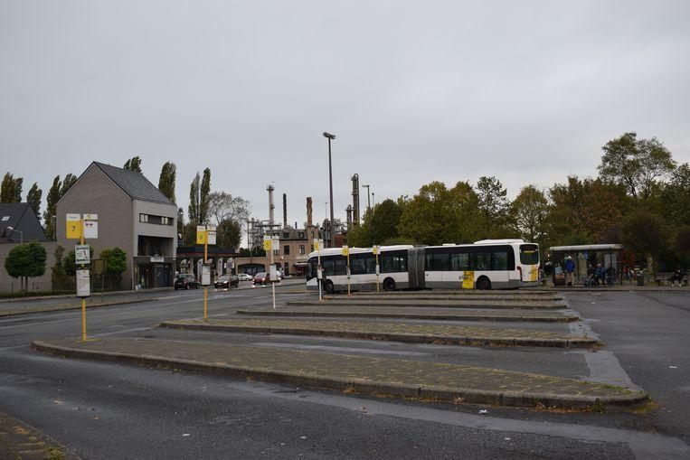 Veel lege perrons aan het busstation deze ochtend.