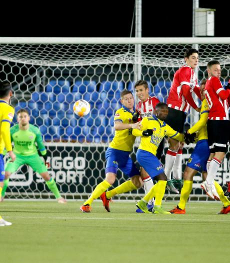 Cambuur vlak voor tijd langs tien man Jong PSV