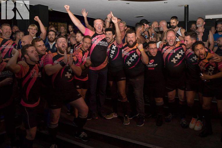 Dat rugbyteam weet wel wat een goed feestje is. Beeld Henk Samson, Kevin Scott