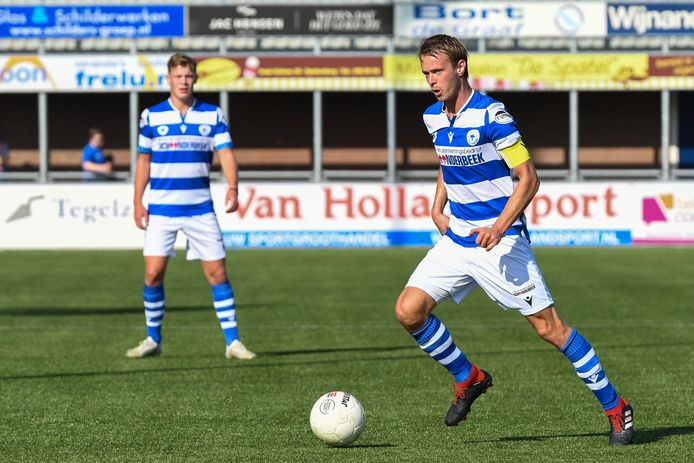 Frank Olijve in actie voor Spakenburg tegen Jong Sparta, in september dit jaar.