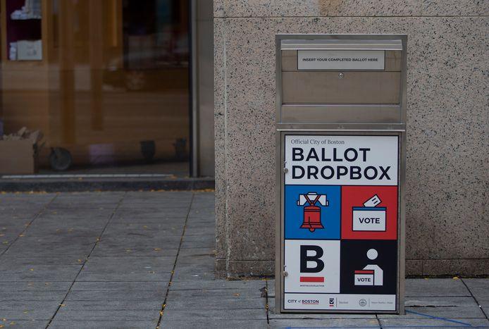 Depuis plusieurs semaines, les Américains votent de façon anticipée par courrier.