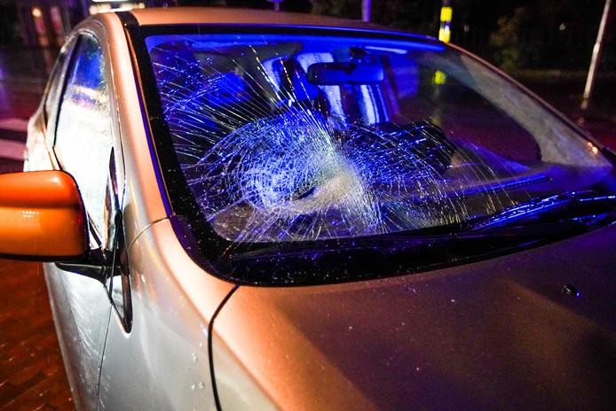 Een voetganger raakte gewond bij een aanrijding aan de Kapelstraat in Heeze.