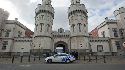 Gewapende mannen kapen helikopter in Antwerpen, pilote moet boven Brusselse gevangenissen vliegen