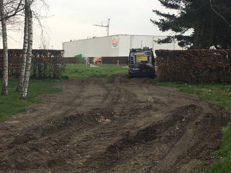 Er komen wegwijzers naar diepvriesbedrijf Crop's en veevoederbedrijf Vandenavenne in Ooigem. D
