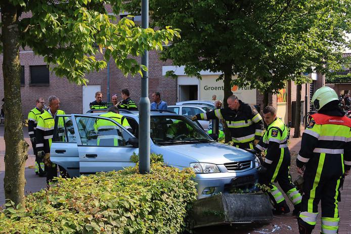Doordat de vrouw tegen de stroomkast aanreed, zaten meerdere winkeliers zonder stroom in Veghel.