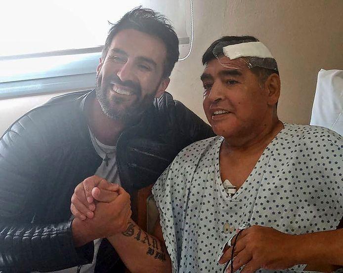 Diego Maradona (à droite) et son médecin Leopoldo Luque (à gauche).