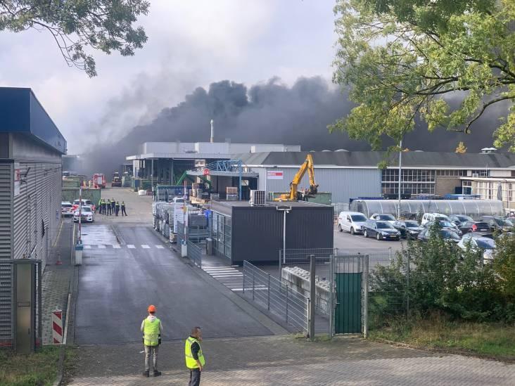 Zeer grote brand op industrieterrein in Eindhoven, hulpdiensten rukken massaal uit