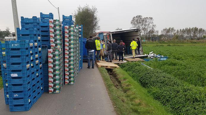 Hier is duidelijk te zien hoe de vrachtwagen van het asfalt raakt en er niet in slaagt terug te sturen.
