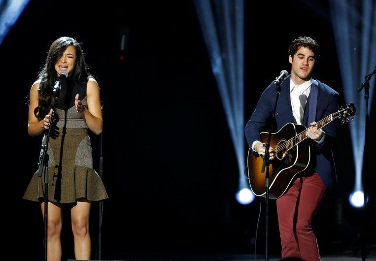 Naya en Darren samen op het podium.