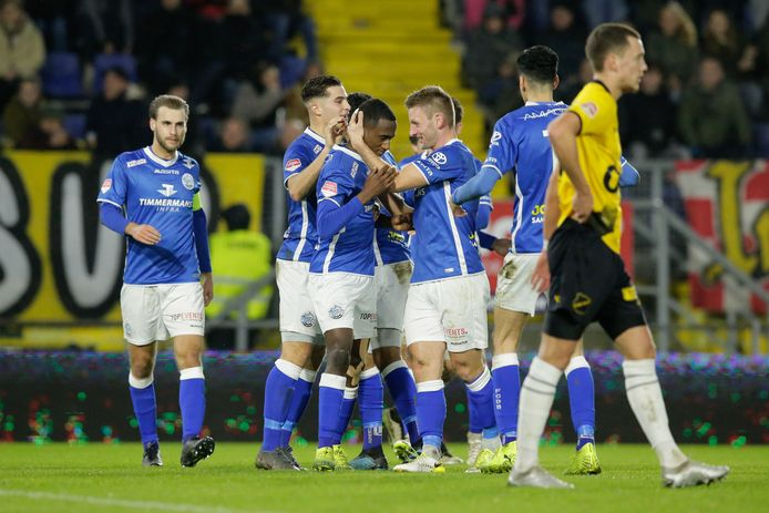 FC Den Bosch viert de 1-2 van Kevin Felida.