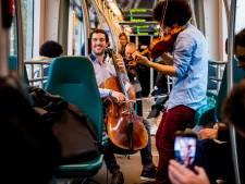 Verrassing! Livemuziek én gratis concertkaartjes voor deze tramreizigers