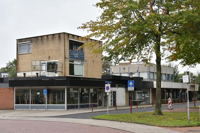 Manitobaplein 2 tm 5. Er zijn eindelijk plannen voor het oude Rabobank-pand in Vriezenveen. Verpauperde pand is Vriezenveners al jaren doorn in het oog.