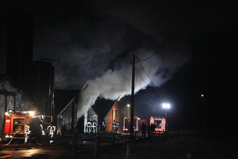 De brand ging gepaard met een grote, witte rookpluim.