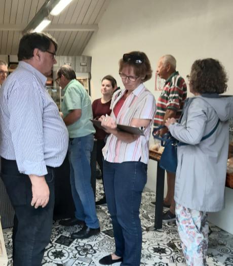 Protest met 512 handtekeningen naar gemeente Veere voor de bakkerswinkel