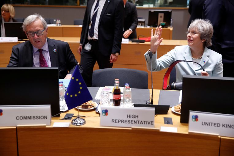 Jean-Claude Juncker en Theresa May.