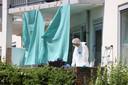 Onderzoek in de woning van Corrie aan de Erasmusweg in Den Haag.