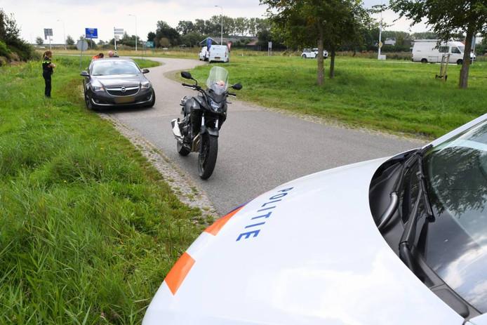 Bij een aanrijding is een motorrijder gewond geraakt.