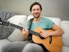 Arnhemmer Bowe stoft een oud liedje af en wordt plots gedraaid op nationale radio